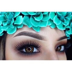 http://makeupbag.tumblr.com/ Beautiful eyebrows.