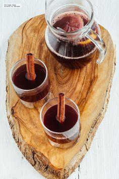 Cómo hacer un vino caliente para el invierno Juice Smoothie, Smoothie Drinks, Wine Drinks, Cocktail Drinks, Beverages, Wine Down, Christmas Brunch, Wine Cheese, Chicken Salad Recipes