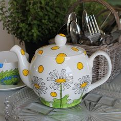 Daisies 4 cup teapot hand painted english fine bone china yellow and green daisy £40.00