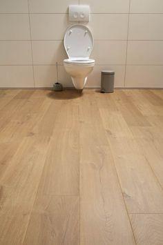 Praxis | Quick-Step laminaat Aquanto eik natuur Vinyl Wood Planks, Wood Plank Flooring, Refinishing Hardwood Floors, Flooring Tiles, Hardwood Floor Colors, Sleep On The Floor, Luxury Vinyl Flooring, Living Room Flooring, Interior Design Inspiration