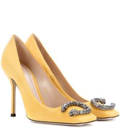 GUCCI - Embellished suede pumps - Gucci's butter-hued suede pumps come with a squared toe for a retro mood. Expertly crafted in Italy, this pair come with sultry stiletto heels and are adorned with the brand's signature Dionysus hardware. Work yours in the evening with a little black dress. - @ www.mytheresa.com