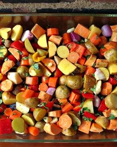 Easy Oven Roasted Vegetables Easy Oven Roasted Vegetables: a quick and easy method to roast veggies in the oven. Make a big batch once and live off the leftovers all week. Roasted Veggies In Oven, Oven Vegetables, Roasted Vegetable Recipes, Veggie Recipes, Vegetarian Recipes, Cooking Recipes, Grilled Vegetables, Vegetarian Grilling, Healthy Grilling
