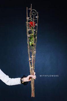 April Du Creative Flower Arrangements, Ikebana Arrangements, Floral Arrangements, Bunch Of Flowers, Real Flowers, Arte Floral, Leaf Art, Flower Decorations, Flower Designs