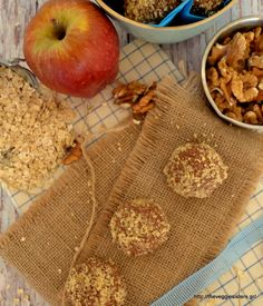 Σοκολατένια τρουφάκια βρώμης με μήλο κ καρύδι! - Vegan chocolate oat apple walnut truffles. Light Diet, Diet Recipes, Veggies, Vegan, Healthy, Sweet, Sisters, Drink, Candy