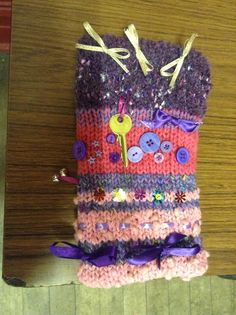 Knitted twiddle muff for dementia patient