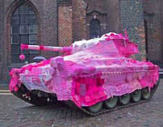 Pink Tank Cozy by Marianne Jorgensen (street art, yarn bombing) I think this is the best thing I've ever seen. Good for you, Marianne. Guerilla Knitting, Art Fil, Street Art Utopia, Art Yarn, Ex Machina, Yarn Bombing, Crochet Art, Knit Art, Funny Crochet
