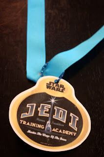 Jedi Medal ~~ link has GREAT ideas for a Star Wars party