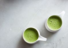 Kick your coffee addiction for good with a matcha latte! Here's our tips on how to make the best tasting and delicious matcha latte ever. Best Matcha, Matcha Green Tea Latte, Thé Oolong, Cashew Milk, Bulletproof Coffee, Tea Art, Juice Smoothie, Smoothies, Yummy Drinks