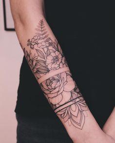 Half Sleeve Tattoos Forearm, Forearm Band Tattoos, Forarm Tattoos, Sexy Tattoos, Body Art Tattoos, Hand Tattoos, Pretty Tattoos, Women Forearm Tattoo, Half Sleeve Tattoos For Women