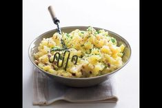 Šťouchané brambory | Apetitonline.cz Risotto, Potato Salad, Macaroni And Cheese, Ale, Side Dishes, Food And Drink, Potatoes, Ethnic Recipes, Mac And Cheese
