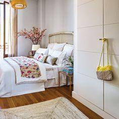Imprescindible para organizar la ropa y los complementos. El armario es en dormitorio acompaña discreto al resto de mobiliario. Su función es práctica pero aquí tienes además 12+1 ejemplos...