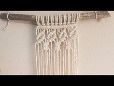 Tapiz de Macramé paso a paso en ESPAÑOL, Festón, diseño de hojas de macramė - Смотреть видео бесплатно онлайн Macrame Design, Macrame Art, Macrame Projects, Micro Macrame, Macrame Jewelry, Free Macrame Patterns, Macrame Wall Hanging Patterns, Macrame Plant Hangers, Nudo Simple