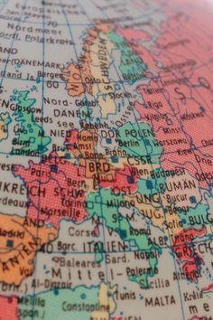DDR Museum - Museum: Objektdatenbank - Globus    Copyright: DDR Museum, Berlin. Eine kommerzielle Nutzung des Bildes ist nicht erlaubt, but feel free to repin it!