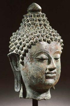 THAILANDE a thai, lanna style, bronze head of buddha shakyamuni 15TH/16TH CENTURY
