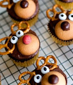 A Cute and Festive Dessert Idea: Reindeer Cupcakes you could use this design on ginger cookies too!