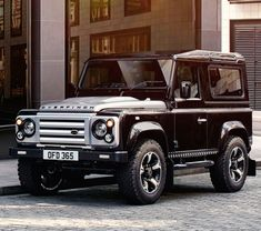 Infamous Land Rover modifier Overfinch is celebrating its 40th Anniversary with a special edition of the now-discontinued Defender, which combines the rugged boxiness of the iconic British 4x4 with the bespoke luxury of Overfinch