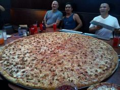 Meanwhile, in America... Giant Pizza, Big Pizza, Meanwhile In America, Cheat Day, Gym Humor, Grubs, Fun Workouts, Funny Pictures, Funny Pics