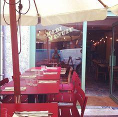 Midi Minuit, coup de coeur ! La terrasse agréable pour venir manger le midi & le soir... 3 place du Peyrou, 31000 Toulouse