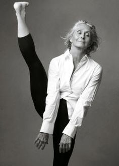 Yoga Inspiration, Fitness Inspiration, Fitness Workouts, Fitness Goals, Love Handle Workout, Perfect Workout, Yoga Posen, Beautiful Old Woman, Annie Leibovitz