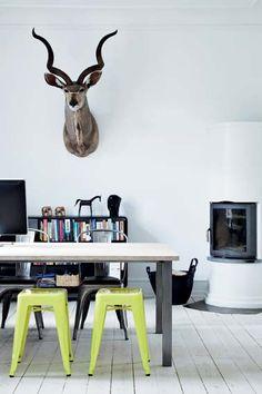 okay da... så får min mand også lov til at få sit jagttrofæ med ind i vores stue. Det er åbenbart super moderne.