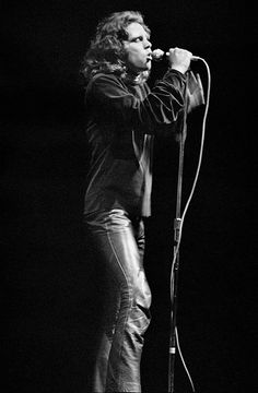 Photo Jim Morrison II - Elliott Landy. What an amazing presence Jim was up on that stage.