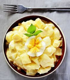 Amish Potato Salad Recipe - goes with practically anything, from picnics to barbecue to lunch to dinner!