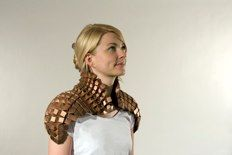 Wearable metal origami (Shoulder Cape, Copper and polyester - Tine de Ruysser Textiles, Mode Origami, Steampunk, Shoulder Cape, Origami Dress, Fabric Origami, Origami Fashion, Paper Fashion, Fashion Details