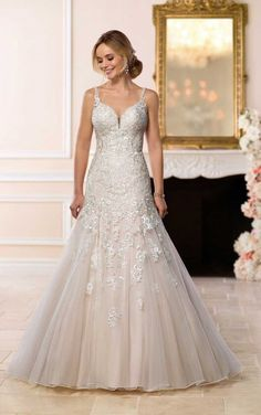 6601 Stunning Lace Wedding Gown by Stella York