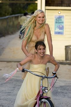 Aquamarine - Publicity still of Sara Paxton & Emma Roberts. The image measures 2000 * 3000 pixels and was added on 2 November Sara Paxton, Emma Roberts, Iconic Movies, Good Movies, 90s Movies, Movies Showing, Movies And Tv Shows, Britney Spears, 90s Fashion