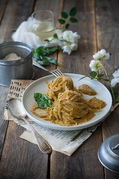 Tagliatelle integrali al pesto di peperoni, mandorle e mollica