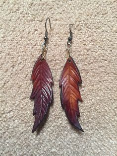 Etsy の Hand tooled leather earrings by Globalfreespirit