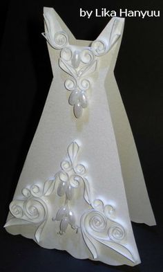 Lika Hanyuu - Craft - quilling: quilling (Paper quilling). This would be so cute for invitations (wedding or bridal)