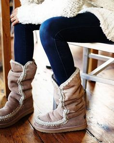¿Con que puedes combinar unas botas MOU? ¡Pues con todo! Vestidos, jeans, leggins… No hay combinación con la que no queden perfectas.  Ven a Chercell en C.C. Arturo Soria Plaza, hazte con ellas y comienza a vestirte por los pies