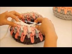 Crocheting long sc stitch to create a basket, using trapillo t-shirt yarn Crochet Bowl, Crochet Round, Love Crochet, Crochet Yarn, Crochet Flower Tutorial, Crochet Flowers, Crochet Videos, Knitting Videos, Crochet T Shirts