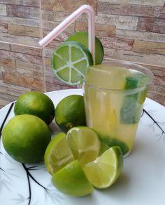 SABONETE CAIPIRINHA PARA BANHO <br>A BEBIDA PREFERIDA DOS TURISTAS, AGORA TAMBÉM EM FORMA DE SABONETE! <br> <br>Produzido com base glicerinada hipoalergênica branca e transparente, lauril líquido, corante e pigmento cosmético a base de água, essências de limão siciliano e verbena. <br>Enriquecido com extrato glicólico de limão ( Possui propriedades anti-sépticas, adstringentes, desodorizantes e bacteriostáticas, além de ter ação anticaspa e anti oleosidade para a pele e para os cabelos.) ...