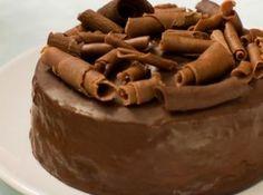 Receita de Bolo Negrito - bolo quente. Polvilhe com chocolate granulado ou, para ficar mais vistoso, com raspas de chocolate meio amargo e cerejas. Pode ainda, se usar o...