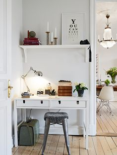 Cute and clean interior/desk inspiration. In love with the colour combinations!