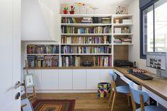 Family home in Rehovot, Ronit Kfir interior design. Study in white and oak בית פרטי ברחובות. עיצוב פנים: רונית כפיר.