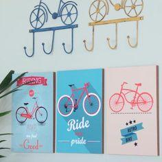 Os bikelovers estão muito bem representados pelas ilustrações do Quadro Bike. Muitas ideias de decoração são inspiradas nesta nova tendência. #quadros #quadrinhos #quadroscriativos #quadrinhoscriativos #bike #bicicleta #quadrodebicicleta #decoraçaobike #decoraçaobicicleta #decoratingideas #decoraçaocriativa #interiores #galeriadequadros Bicycle, Retro, Home Decor, Creative Decor, Creativity, Bike Frame, New Trends, Comics, Decorating Ideas