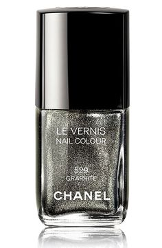 Chanel's Graphite nail polish is my favorite pick for a festive nail color this Holiday season. Chanel Le Vernis Nail Polish Colour over pins Chanel Nail Polish, Chanel Nails, Nail Polish Art, Chanel Makeup, Chanel Chanel, Gloss Matte, Perfume, Creative Nails, Manicure And Pedicure
