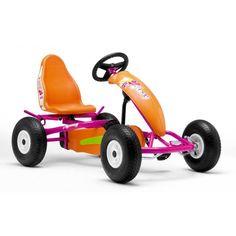 Et pour les filles aussi ! Le BERG Roxy http://www.hortik.com/jeux-jardins-autre/662-kart-a-pedales-roxy-af-8715839012422.html léger, coloré et tendance avec son look hippie  !