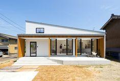 ひとつながりの白い箱。主役はキッチン|施工実例|新潟県長岡市の注文住宅・新築・リフォーム・リノベーション 有限会社大恭建興 Minimalist House Design, Minimalist Home, Good House, My House, Compact House, Modern Contemporary Homes, Japanese House, Home Interior Design, Beautiful Homes