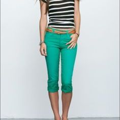 Kelly green capris Kelly green capris. The first picture is just to show how to style them. My camera cannot pick up the true color so please refer to the first picture for true color. The crotch is pilly as shown and reflected in the price! Inseam is 21.5 inches unrolled.  Rue 21 Pants Ankle & Cropped