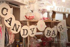 Candy Bar Wimpelkette. weddstyle.de/hochzeit-candybar-mieten.html #weddstyle