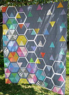 Honey Quilt Top from Elizabeth Hartman's Book Modern Patchwork Geometric Patterns, Quilt Patterns, Geometric Quilt, Quilting Projects, Quilting Designs, Sewing Projects, Elizabeth Hartman Quilts, Hexagon Quilt, Hexagon Patchwork