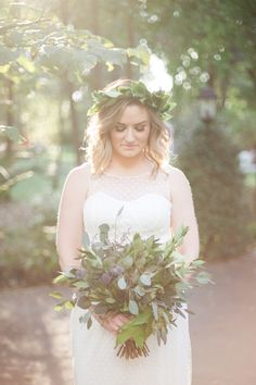 Ethereal bride with a completely green bouquet! | Lori Blythe Photography