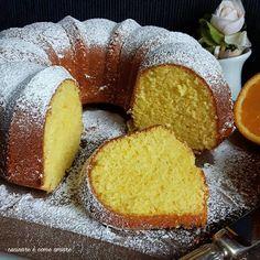 La ciambella all'arancia soffice e profumatissima , è un dolce semplicissimo da realizzare e buonissimo. Ideale per merenda o colazione. Sweets Recipes, Real Food Recipes, Cake Recipes, Cooking Recipes, Yummy Food, Cake & Co, Italian Cookies, Almond Cakes, Bakery