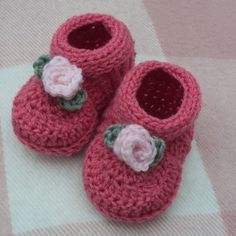 Download Now CROCHET PATTERN Rosebud Baby Shoes por hollanddesigns