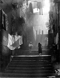 Risultati immagini per immagini in bianco e nero di Napoli anni '60