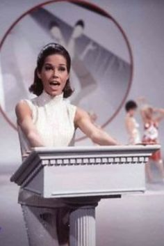 Mary Tyler Moore Show, Young Celebrities, Lucille Ball, Type 1 Diabetes, American Actress, American History, Famous People, Cool Pictures, Hollywood
